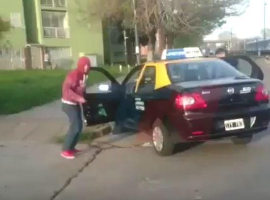 Video | Taxista filmó e increpó a ladrones mientras le robaban