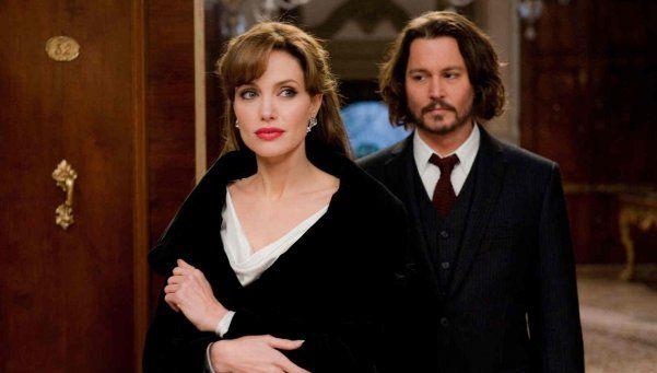 Angelina Jolie habría encontrado consuelo en Johnny Depp