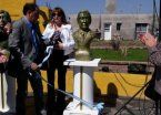 La primera escultura de Macri la inauguró una intendenta K