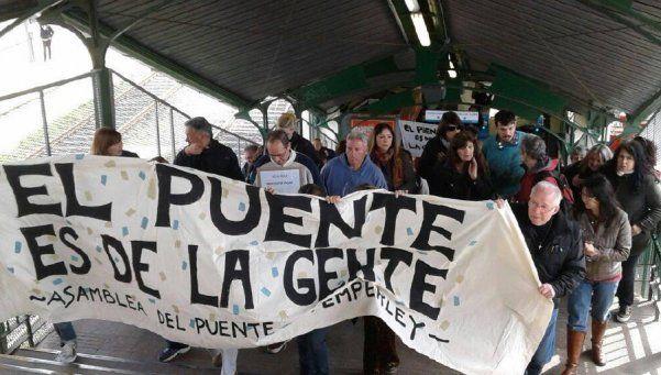 Con otra marcha volvieron a exigir retiro de molinetes de la estación Temperley