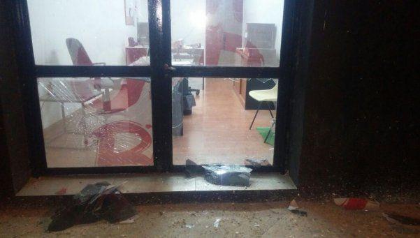 Tiraron una bomba casera en el estadio de Newells