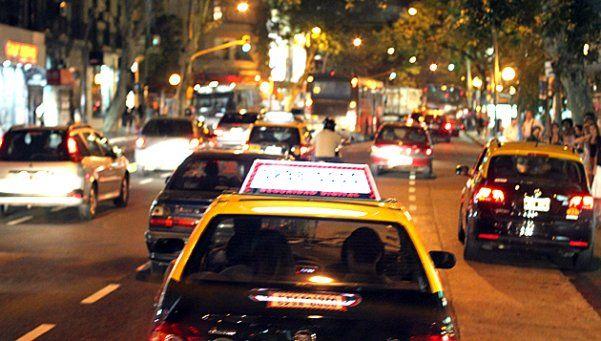 Vuelve a subir el taxi, único servicio que le gana a la inflación