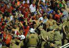 Video | Feroz cruce entre hinchas de Independiente y la Policía en Brasil
