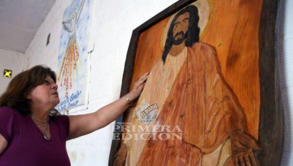 Siete mujeres dicen que en Posadas un Cristo llora sangre