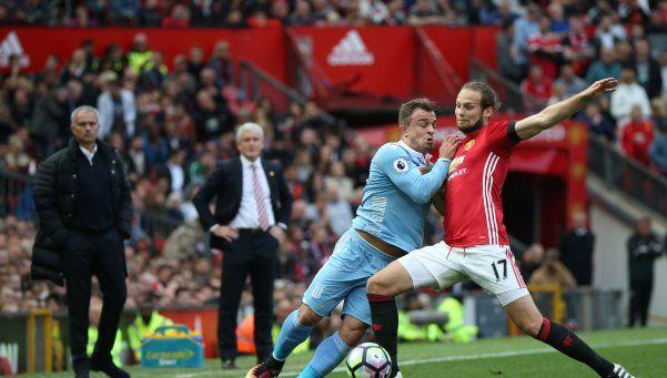 El United volvió tropezar y empató con el Stoke en Manchester