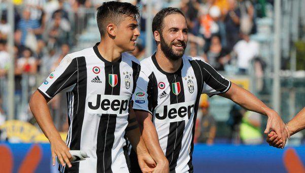 Gracias a Higuaín y Dybala, Juventus goleó y mantuvo la punta