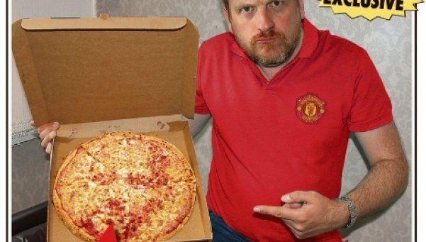 Hincha del United, indignado: encontró la cara de Pep en su pizza