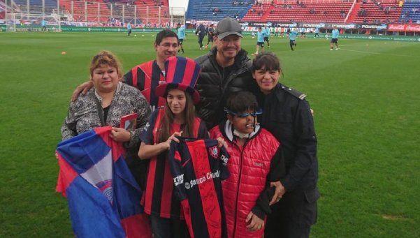 El plantel de San Lorenzo le cumplió el sueño a Gonzalo