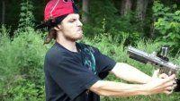 Mirá qué ocurre si te disparas en la cara con pistola de paintball