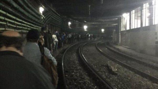 Subte A: desperfecto en un tren obligó a usuarios a caminar por el túnel