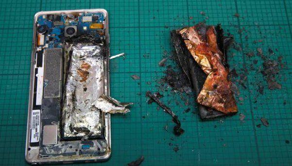 Smartphone de Samsung se incendió y obligó a evacuar un avión