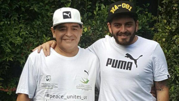 Un Diego slim y Junior, juntos antes de visitar al Papa