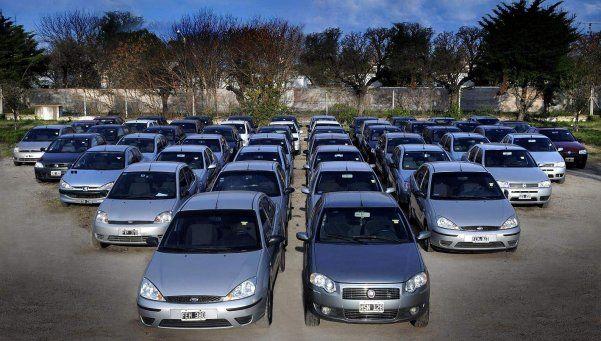 Bajan los precios de los autos usados, pero las ventas no repuntan
