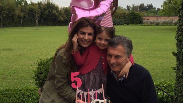 Macri se revisó la rodilla y festejó el cumple de Antonia