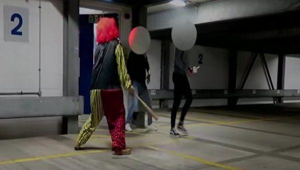 Youtuber se disfrazó de payaso asesino y terminó con la nariz rota