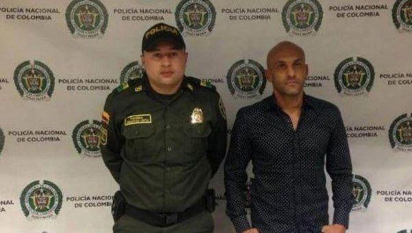Atrapan a ex jugador de Colombia con droga en slip en aeropuerto