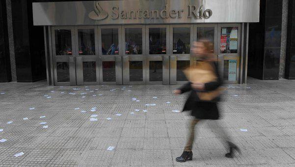 Bancarios atenderán hoy y mañana con horario reducido
