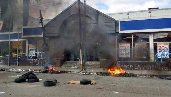 Incidentes en protesta frente a hipermercado de Quilmes