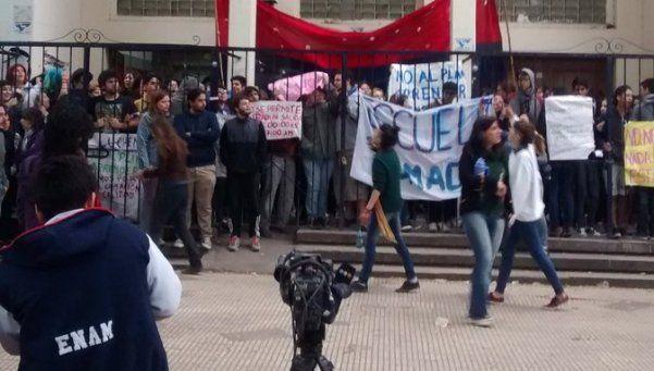 Tomas, marchas y protestas contra el Programa Aprender en la Provincia
