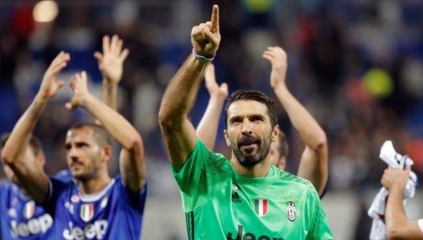 Gracias a Buffon, la Juve ganó en Francia y encaminó la clasificación