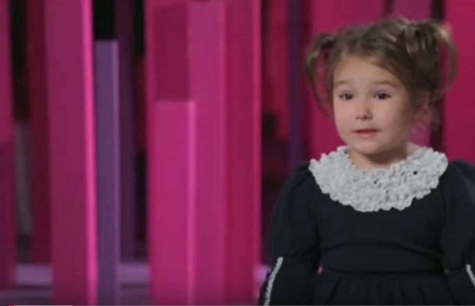 Video | Flor de políglota: tiene 4 años y habla 7 idiomas