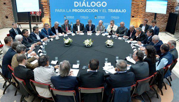 Gobierno, CGT y empresarios intentan acordar un bono