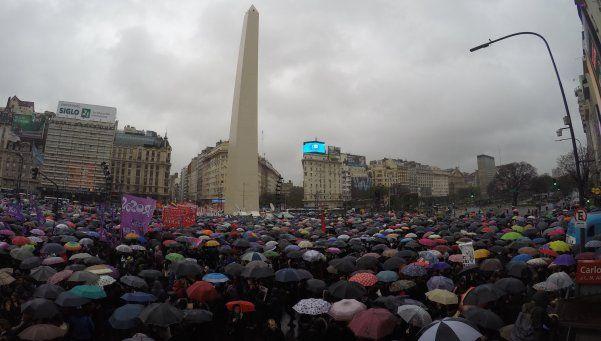 #NiUnaMenos: masivas marchas contra los femicidios en todo el país