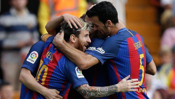 En un partido repleto de polémicas, el Barsa venció al Valencia en Mestalla