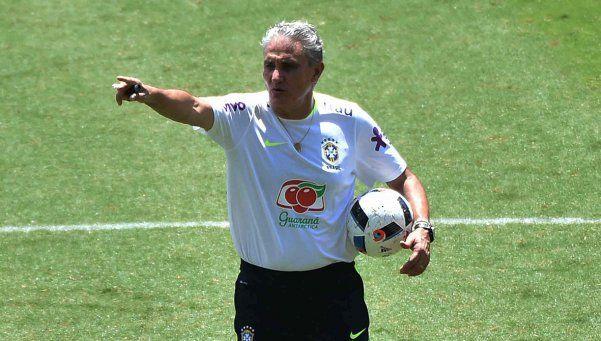 Por respeto a Messi, el DT de Brasil cambia la estrategia