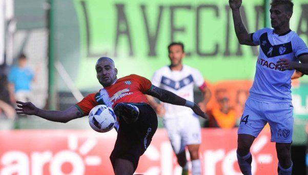 Banfield acertó cerca del final y festejó ante Vélez