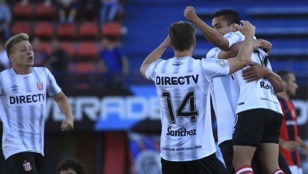 Estudiantes dio el gran golpe: bajó a San Lorenzo y se alejó