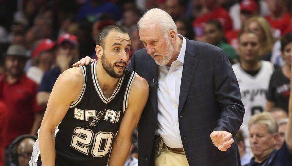 Los Spurs, de  celeste y blanco, abren la temporada