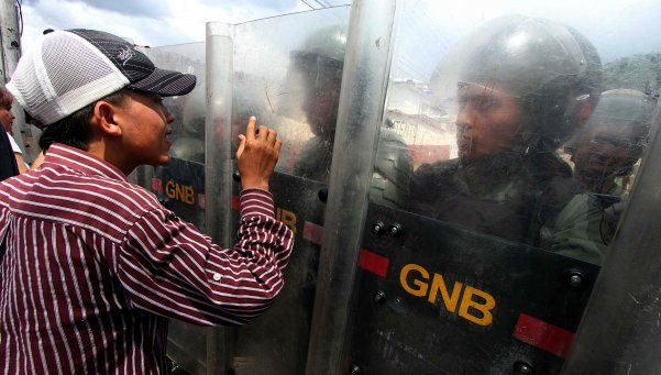 Un muerto, detenidos y heridos en masiva marcha en Venezuela