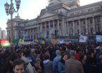 Cientos de personas reclamaron no recortar el presupuesto a la ciencia