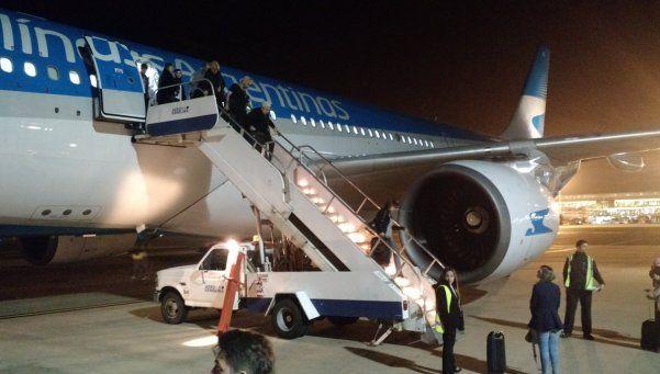 Video | Así fue el momento de la explosión en el avión de Aerolíneas