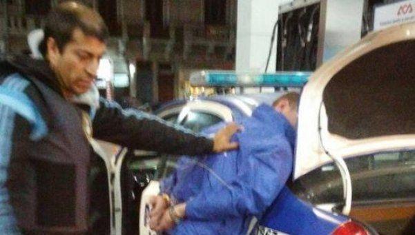 Avellaneda: detienen a dos policías con drogas y armas