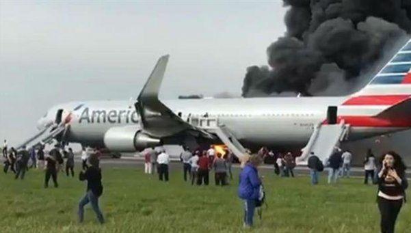 Video   Incendio de un avión causó pánico y decenas de heridos