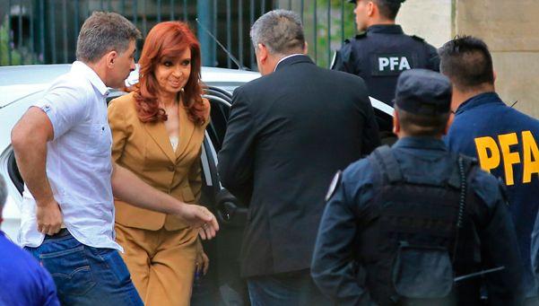 De la cabeza: el relato irónico de Cristina sobre su paso por Tribunales