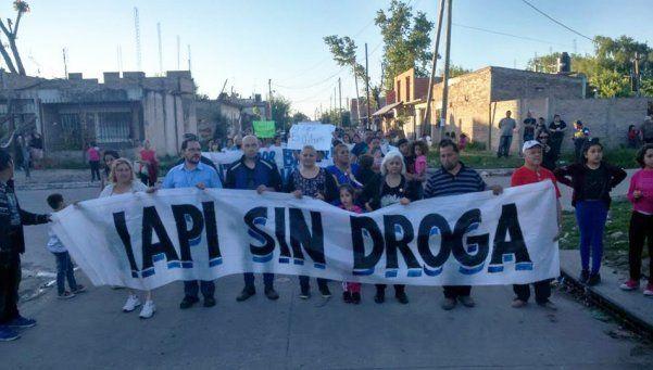 Cura movilizó a un barrio por el crecimiento de las familias paqueras