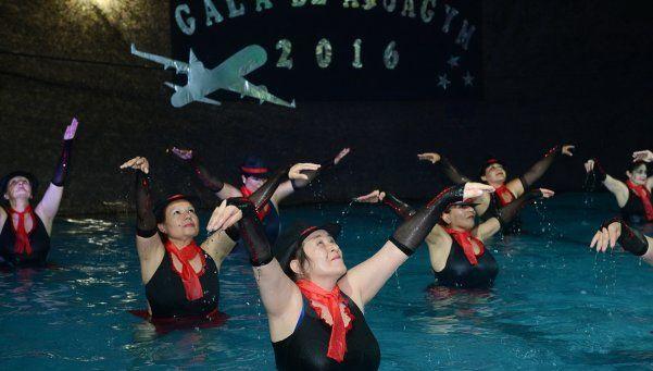 El aquagym tuvo su gran gala en el polideportivo central