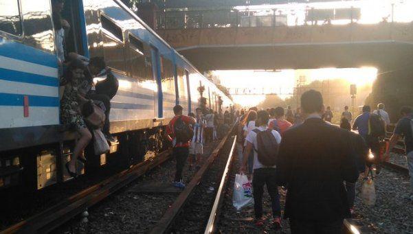 Caos en el tren Sarmiento por un problema eléctrico