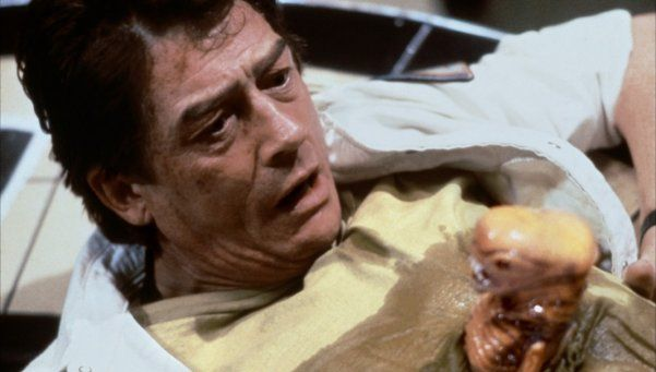 John Hurt es el actor que más veces murió en la historia del cine