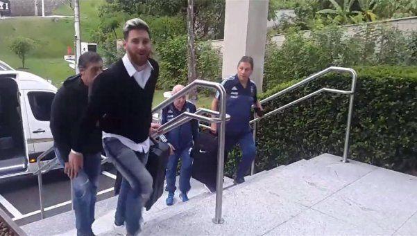 Messi y Mascherano, acompañados por Neymar, llegaron a Brasil
