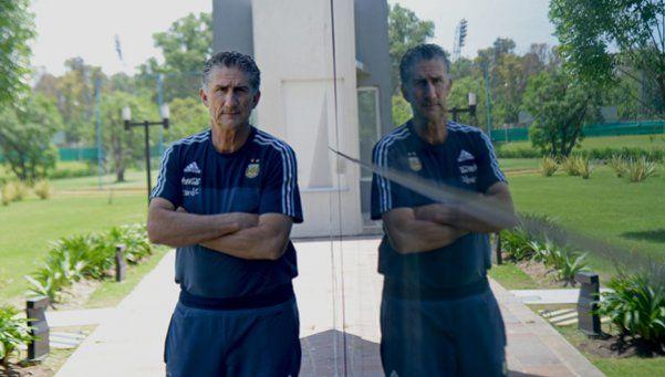 Bauzá adelantó que podría citar 32 jugadores para el duelo con Chile