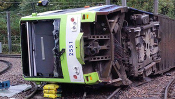 Londres: siete muertos y 50 heridos al descarrilar tranvía