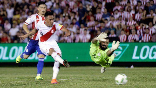 Perú goleó a Paraguay en Asunción y le impidió superar a Argentina