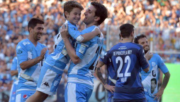 Diego Milito tuvo un emotivo partido de despedida en el Cilindro