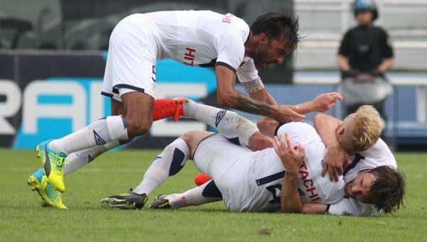 Vélez empató en Paraná y tomó un poco de aire