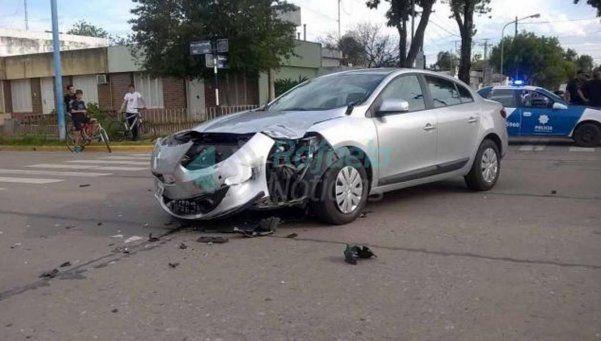 Lorenzetti chocó con una moto en Santa Fe y un joven está grave