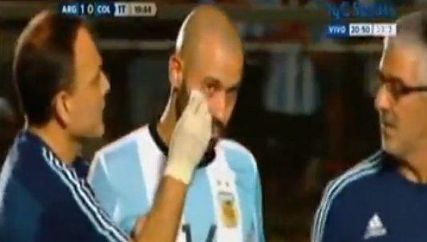 Video | El codazo de Falcao a Mascherano: ¿era para roja?